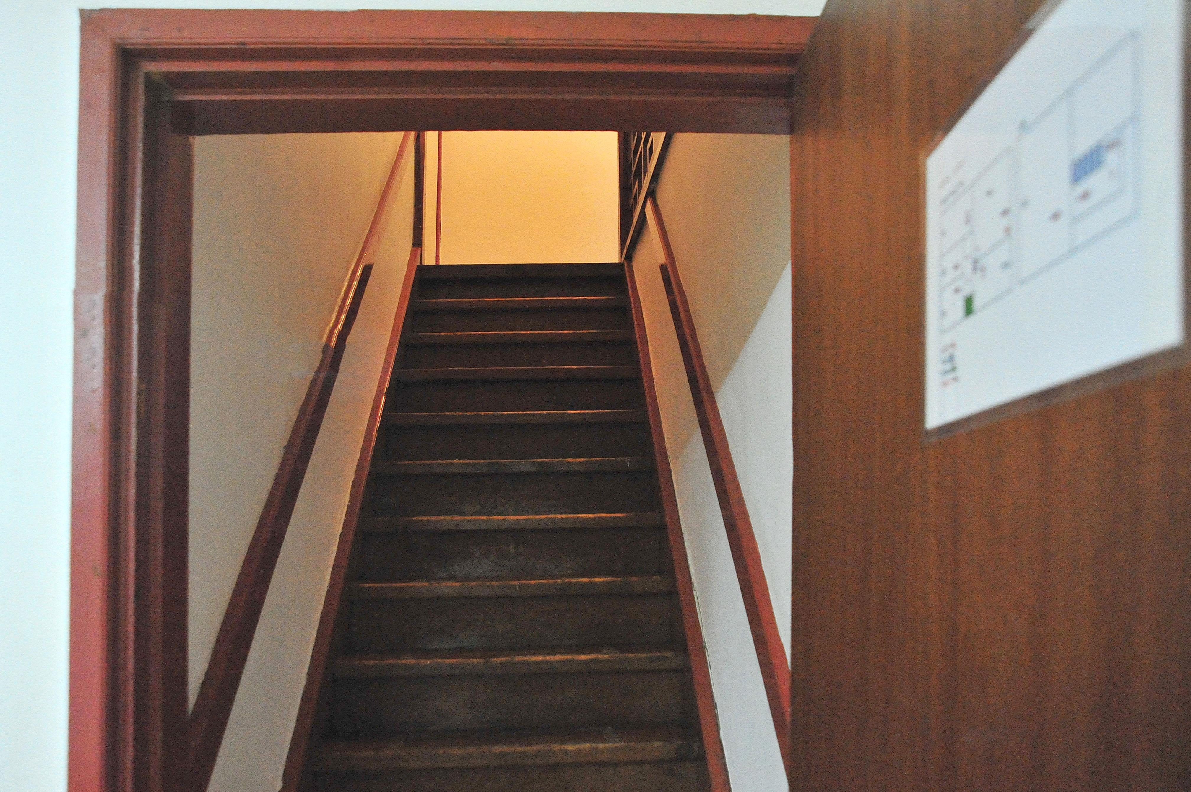 크리스하우스 2층방계단