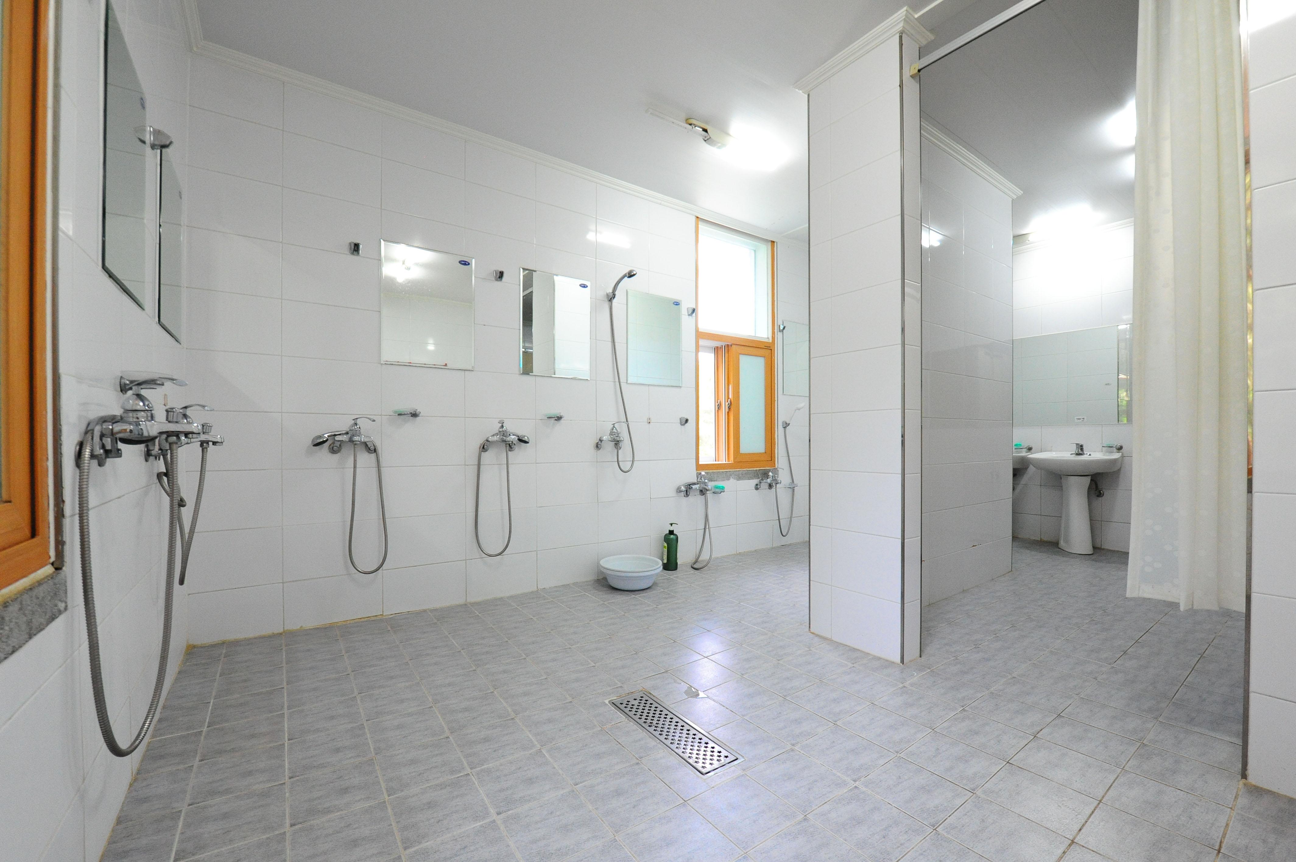 마이어즈관 2층 여자 화장실 /샤워실