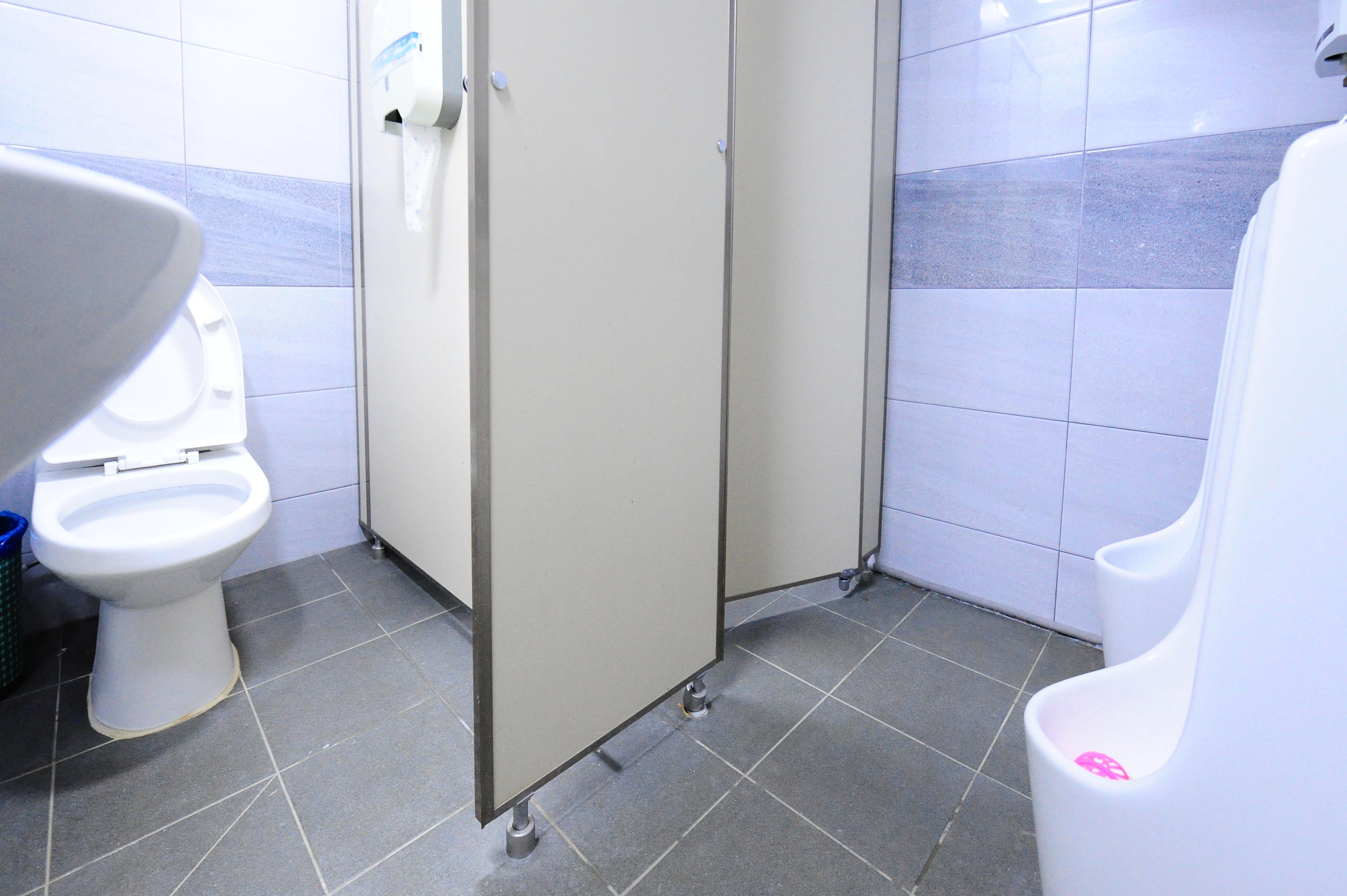 단풍나무관 2층 남자 화장실