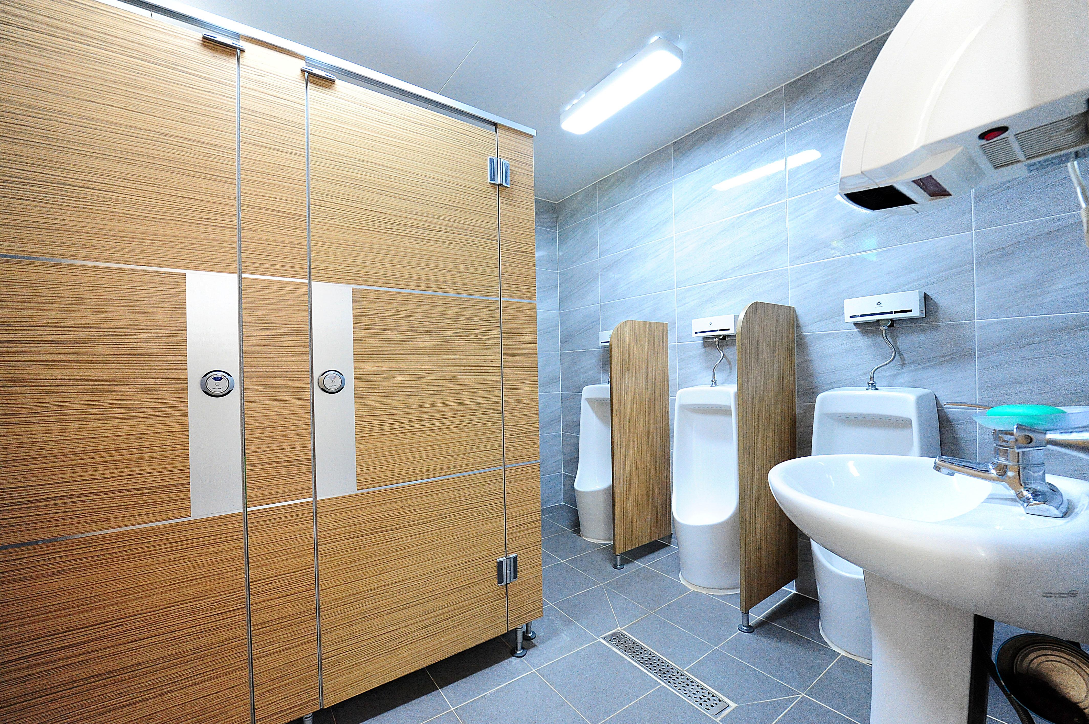벚나무관 2층 남자 화장실