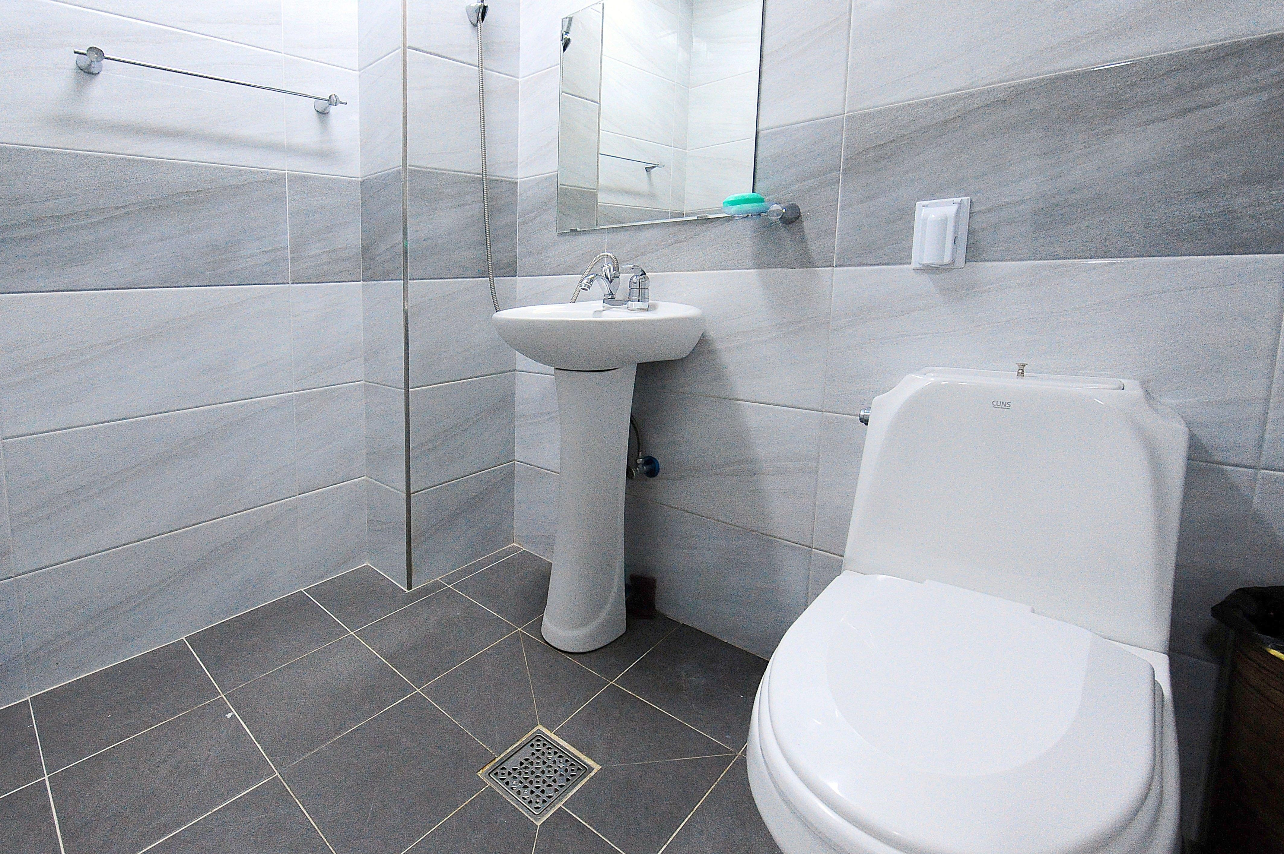 벚나무관 1층 1~8호실 화장실/샤워실