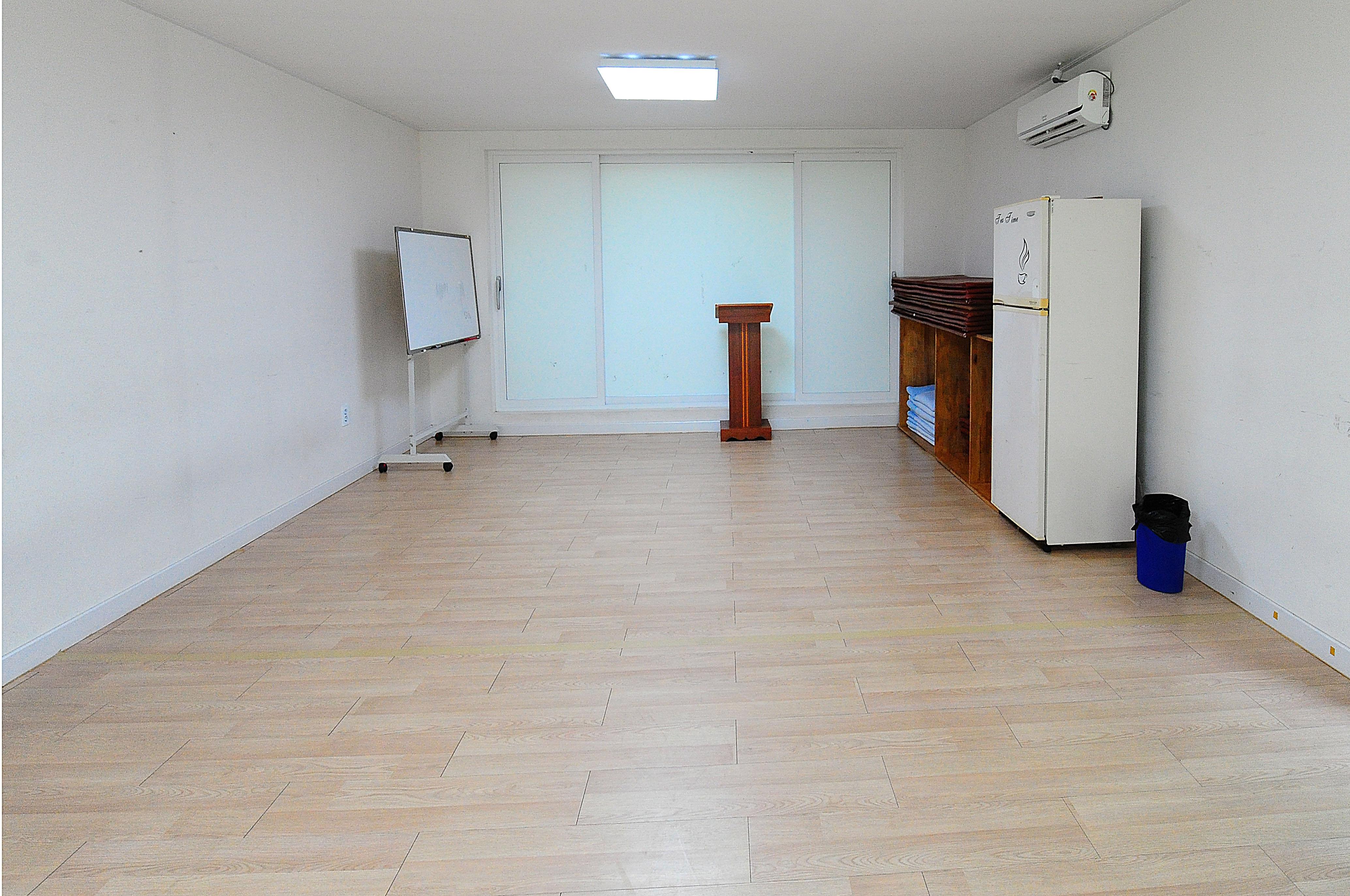 버드나무관 1층 1호실