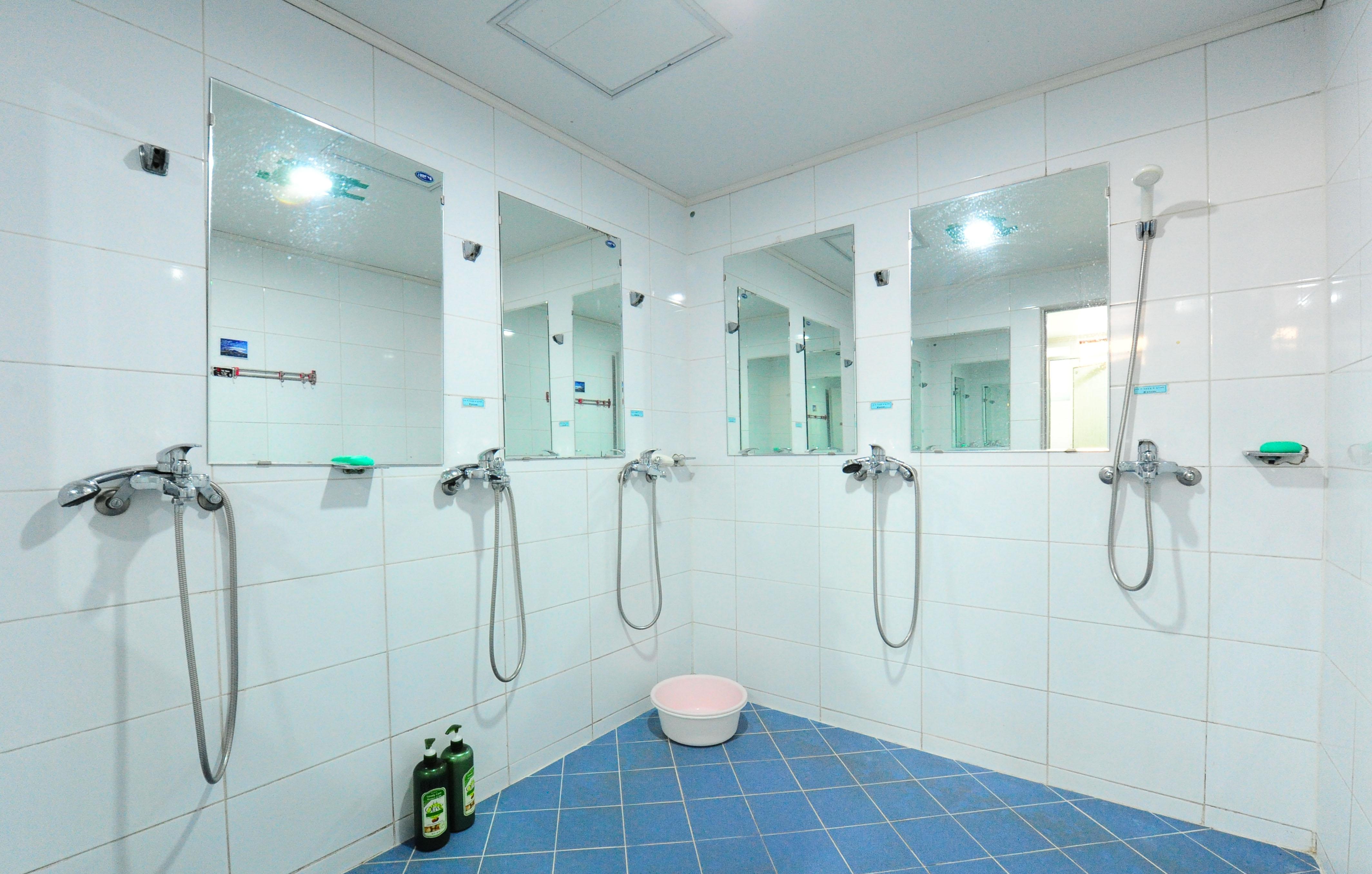 2층 샤워실